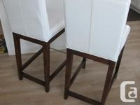 ex quality and well made solid wood legs stainless bar