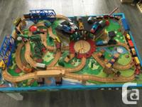 Awesome and very sturdy train table with stationary