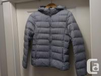 Uniqlo ultra light down jacket, hooded Size S Water