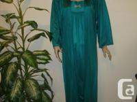 never worn, 2pc designer Lingerie, Emerald Green long