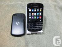 Very well kept Blackberry q10 - comes UNLOCKED in box