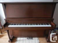 Beautiful antique full size upright piano Mason & Risch