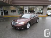 2013 CHRYSLER 200 TOURING. HEATED SEATS. POWER SEATS.
