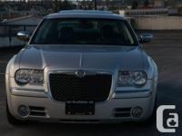 1 owner. v8 5.7 340hp hemi. Rear Wheel Drive. 5 Gear
