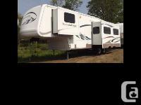 2005 Keystone RV Montana Mountaineer fifth Wheel Lots