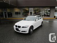 2011 BMW 328 X-DRIVE PREMIUM NAVIGATION. AUTO. ALLOYS.