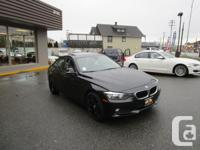 2013 BMW 320 I WITH NAVIGATION. PREMIUM PACKAGE.