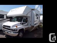 2006 Fourwinds Chateau M33K Class C This like new unit