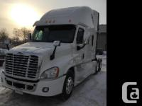 2014 Freightliner Cascadia Specifications White