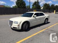 Make Chrysler Model 300 Year 2005 Colour Vanilla White