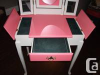 Young Girls Vanity  Really cute Very good condition, used for sale  Ontario