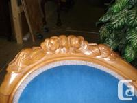 Victorian perching sofa. Walnut show wood. Blue velvet