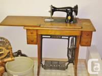 1949 Antique Singer sewing machine with cabinet and
