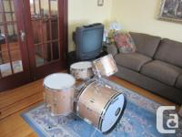 For sale, Beautiful Vintage 4 pc. Ludwig Club Date,