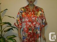 Beautiful short silk Japanese Robe, size M in very good