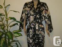 NEW Kimono, black / white Japanese Kimono size M label: