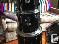 This is a 1986 Tama Rockstar DX 5 piece kit. In amazing
