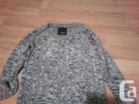 ** VOLCOM BRAND ** pull over sweater Size Sml