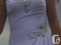 Beautiful strapless wedding dress (fits sizes 2 to 10,