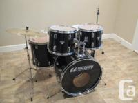. Westbury Drum set, great seeming and in excellent