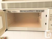 White Whirlpool Microwave Hood Fan Combo. In excellent