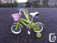 Girl's bike in superb disorder. Solitary equipment,