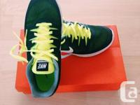 FOR SALE A PAIR OF WOMEN NIKE SHOES style: 555161 women