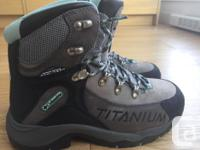Women's Columbia Titanium winter boots worn only a