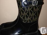 Selling my MK Rain boots, Size 9 in great condition