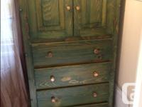 Lovely wood armoire, no dings or dents. Great for