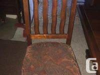 wooden dining room table with 6 Chairs Good used