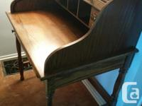 Desk in good condition. 4 small drawers and one wide