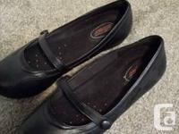 Selling these barely worn flats. Perfect for work Come