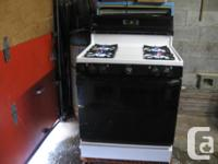 Older design GE white lp stove in excellent condition