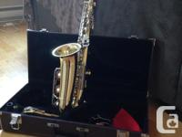Gently used saxophone that is in good condition.