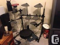 Yamaha DTXpress e-drum set, including seat, drumsticks