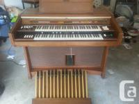Yamaha organ in excellent condition. Very rich sound in