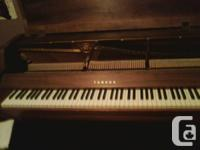 yamaha upright piano/all components excel cond  s/n