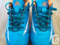 Adidas youth size 4 soccer shoes in great shape and
