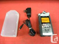 Zoom hand held digital recorder with USB interface,